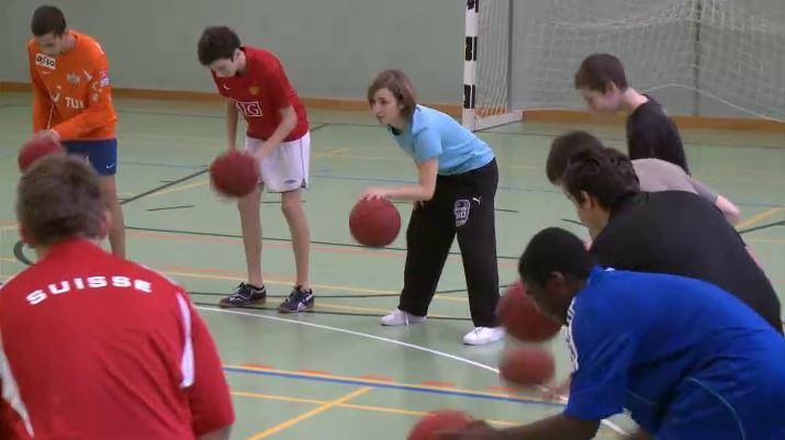 Sportlektion Mit Basketbällen Sekundarstufe Jungen